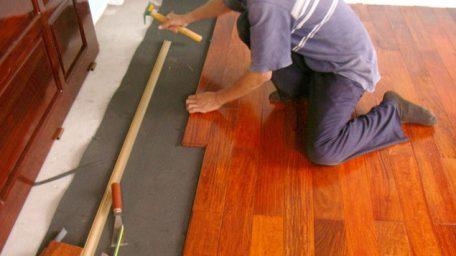 Hỏi gấp thợ lắp đặt sàn gỗ tại Hải Phòng?