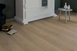 Mẫu sàn gỗ công nghiệp màu hạt dẻ