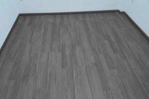 Mẫu sàn gỗ thể thao màu đen