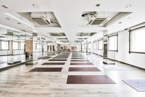 Mẫu sàn gỗ thể thao màu trắng