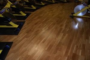 Mẫu sàn gỗ thể thao màu óc chó
